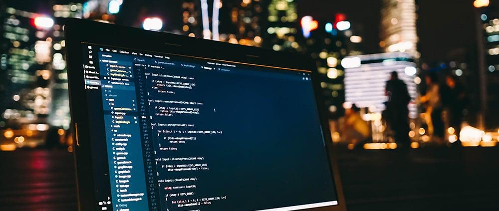 écran d'ordinateur avec des lignes de code